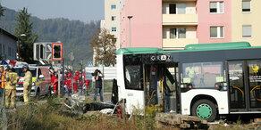 Graz: Zug kollidiert mit Linienbus