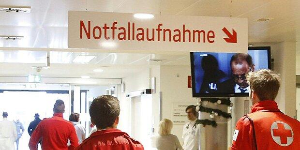 Autolenker stieß im Bezirk Neunkirchen gegen Hausmauer