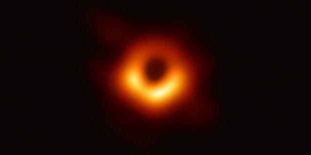 Erste Aufnahme eines schwarzen Loches