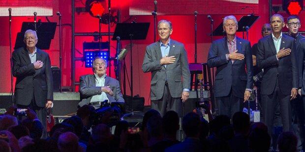 Fünf US-Präsidenten auf einer Bühne - nur einer fehlt