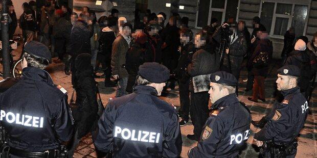 70 Rowdys: Schlacht mit der Polizei