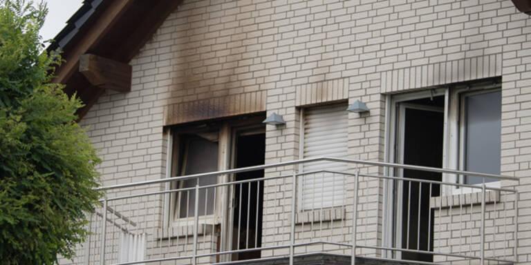 Zwei Kinderleichen in brennendem Haus gefunden