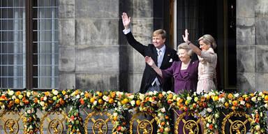 Das neue Königspaar am Balkon