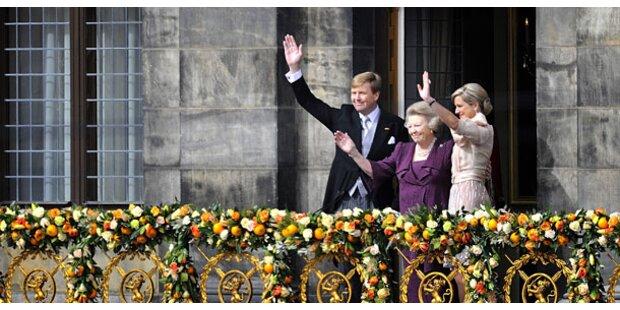 25.000 Menschen jubeln neuem Königspaar zu