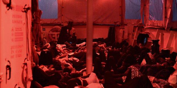 Kritische Lage auf dem Flüchtlingsschiff