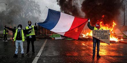 Flammen in Paris: Verwüstungen und Toter bei Demos