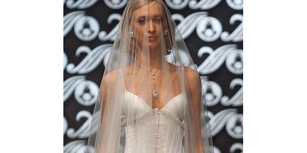 Und die Braut war wirklich fast nackt?