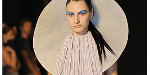 Kunst und Kreativität in Kleidung gegossen
