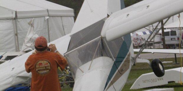Tornado zerstört Flughafen in Florida