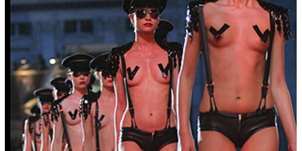 Mädchen in Uniform-Die Lingerie Armee