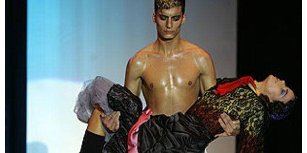 Wurde das Model am Catwalk ohnmächtig?