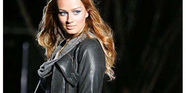 Jennifer Lopez präsentiert ihre Mode in Miami