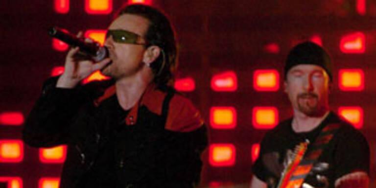 Bono und Bandkollegen auf der Bühne