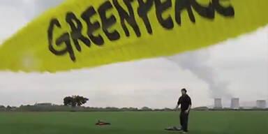 Greenpeace wirft Bombe auf AKW