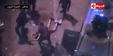 Polizei verprügelt nackten Demonstranten