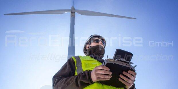 Hightech-Drohne für die Windrad-Inspektion