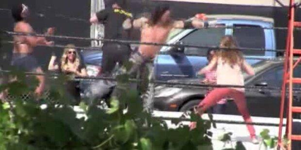 Jessica Alba vermöbelt Wrestling-Profi