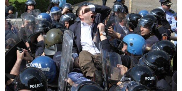 EU ruft Albanien zur Ordnung