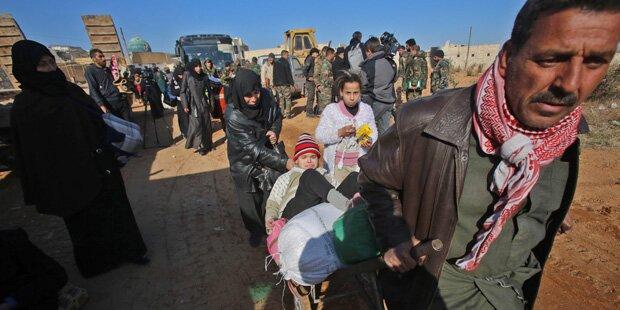 Aleppo: 10.000 aus Rebellenviertel geflohen