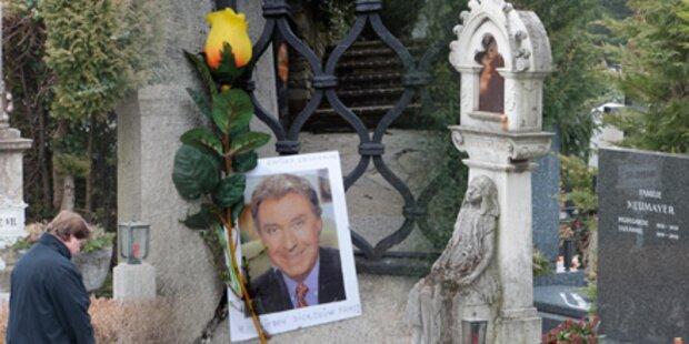 Peter Alexander: Aufbahrung am Zentralfriedhof