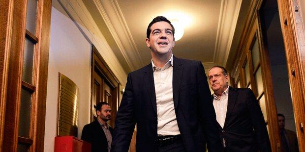 Tsipras holt 9.500 Ex-Beamte zurück
