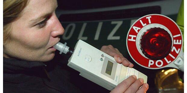 Alkolenkerin attackierte Polizisten in Linz