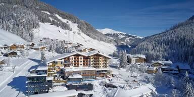 Almhof Family Resort & Spa Aussenansicht Winter