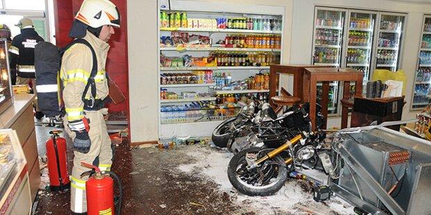 Amokfahrt: Motorrad rast in Tankstelle