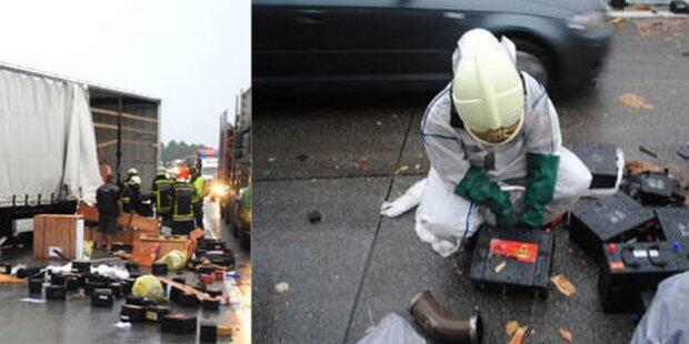Lkw-Crash: Batterie-Säure ausgelaufen