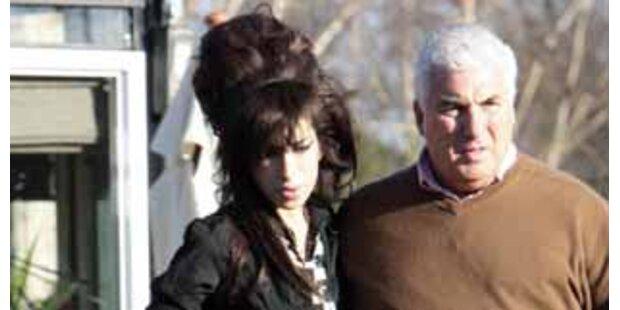 Jetzt brachte Amy auch ihren Vater ins Krankenhaus