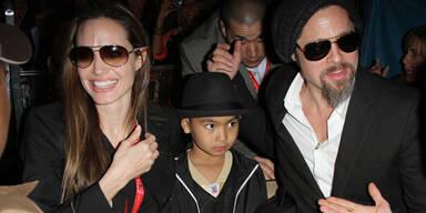 Angelina Jolie, Brad Pitt und Maddox beim Superbowl