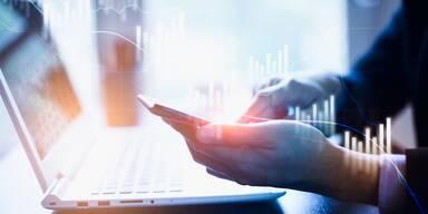 Laptop, Smartphone - BC-Channel - Wirtschaft&Forschung - Trends im Aufsichtsrat