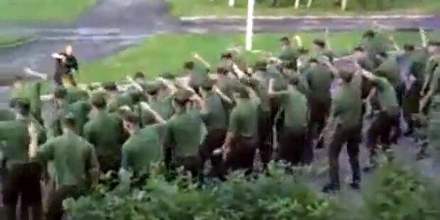 Militärübung: Soldaten tanzen zu Techno