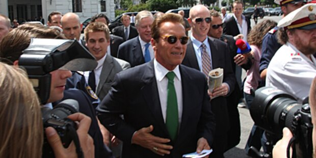 Das Video: Riesen-Rummel um Arnie