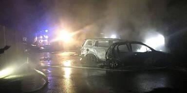Vier Pkw in Wien-Liesing ausgebrannt