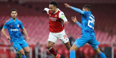 Trotz Niederlage, Arsenal zittert sich ins Viertelfinale