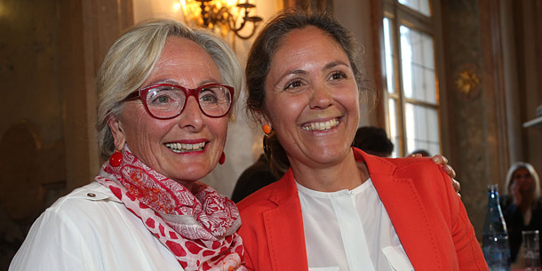 NEOS-Bürgermeisterkandidatin Barbara Unterkofler mit ihrer Mutter Maria Haidinger
