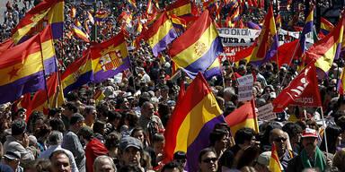 Tausende Spanier wollen Dritte Republik
