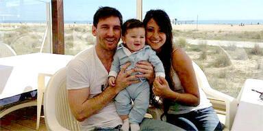Weltfußballer Messi stellt Söhnchen vor
