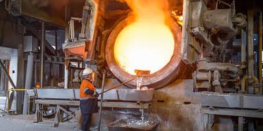 Löhne: Metaller wollen 100 Euro mehr