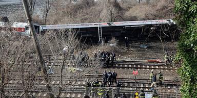 Mindestens vier Tote bei Zugsunglück