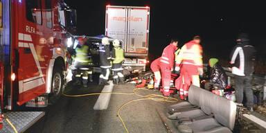 Tödlicher Crash: Kleinbus 115 Meter mitgeschleift