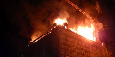 Brand in Wohnhaus: Feuerwehr-Großeinsatz