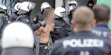 Räumung: Straßenschlacht um Punker-Haus