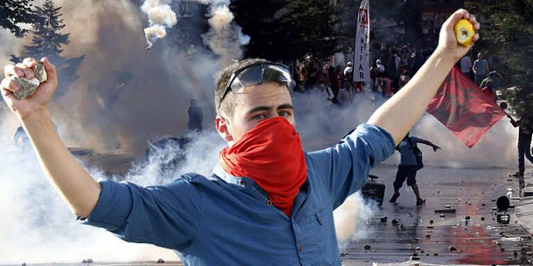 Straßenschlachten bei Protesten gegen Erdogan