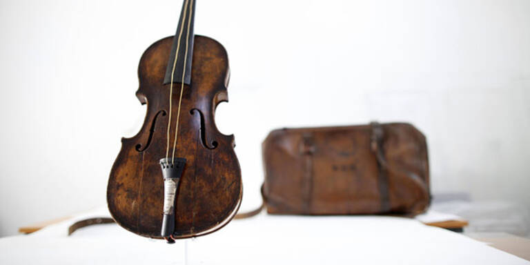 """""""Titanic""""-Geige um mehr als 1 Million versteigert"""