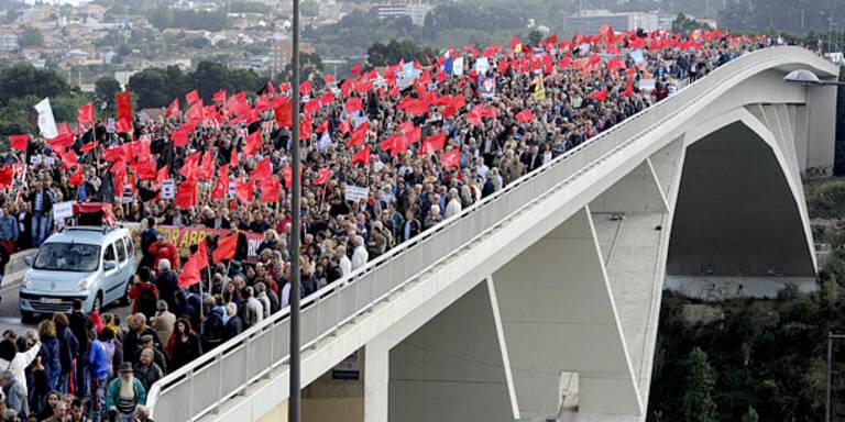 Zehntausende protestieren gegen Sparpolitik