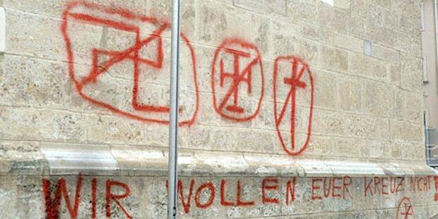 Graffiti-Attacke auf Dom-Kirche