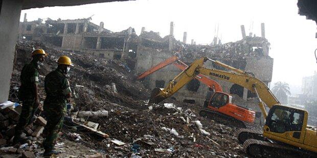 Einsturz von Textilfabrik: Mehr als 900 Tote