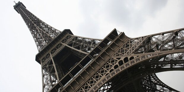 Eiffelturm nach Drohanruf evakuiert